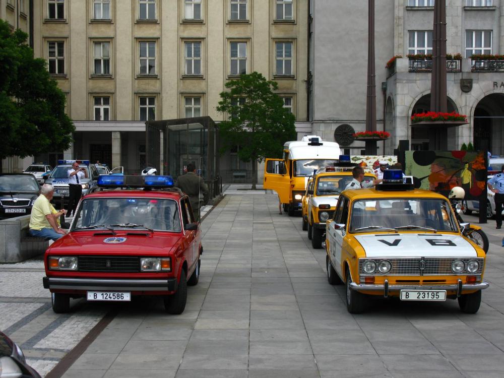 Vozidla PHS před radnicí v Ostravě